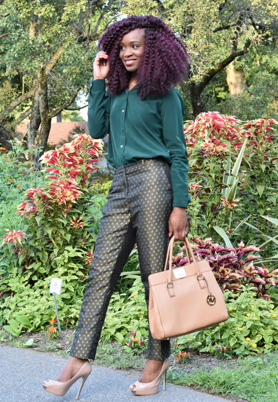 Fall workwear - Printed trousers + dark green button down (2)