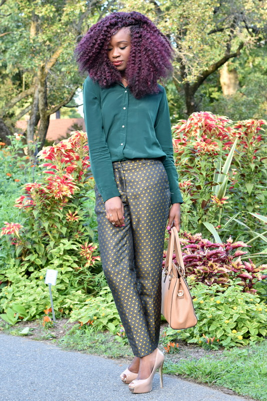 Fall workwear - Printed trousers + dark green button down (3)