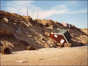Het iemand my skuur gesien? Die gevolge van erosie op die Norfolk kuslyn. (c) Pat Gowen