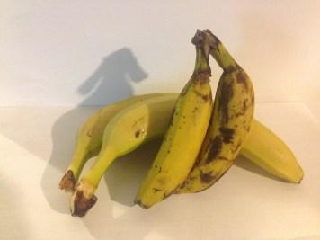 Banane ecuadoriane (dietro) vs. brasiliane (davanti)