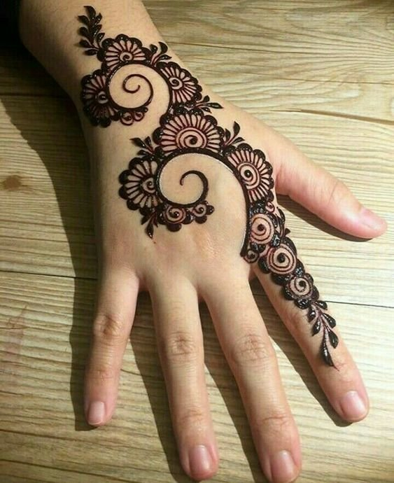Curled-up Arabic Mehndi Design 34