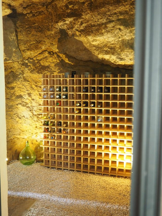 avant apr s transformation d 39 une cave vin. Black Bedroom Furniture Sets. Home Design Ideas