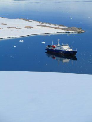 MV Plancius - still mirrored conditions