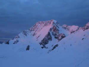 Aoraki - Mt Cook - Ominous cloud in the early morning