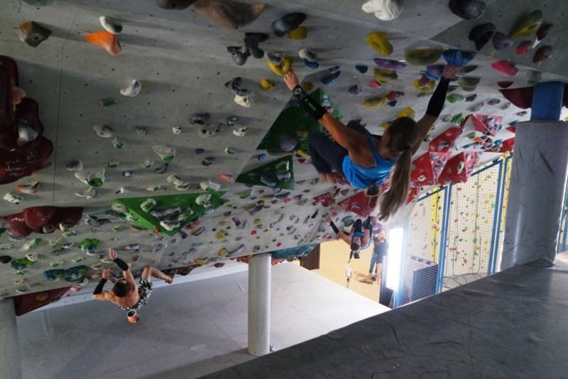 Boulderbereich unter der Tribüne in der Kletterhalle Milandia