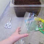 Der Boden der Flasche ist abgeschnitten