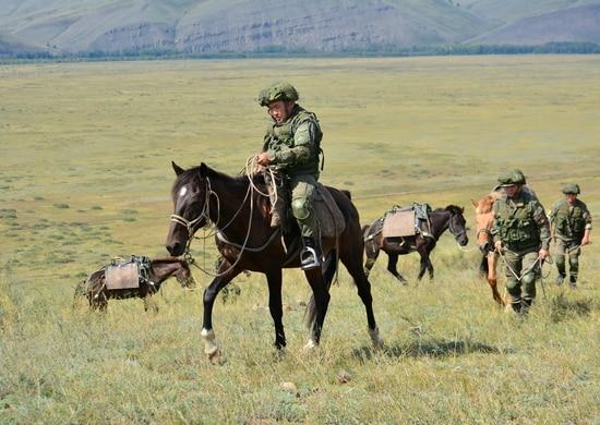 Военнослужащие ЦВО доставили вооружение и боеприпасы на высокогорные позиции