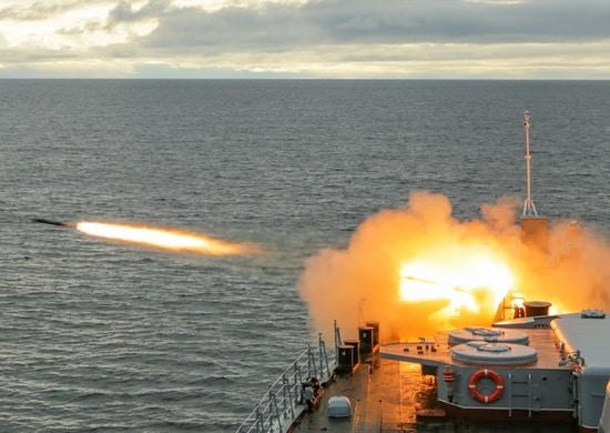 отработка ряда учений по обороне отряда кораблей на переходе морем