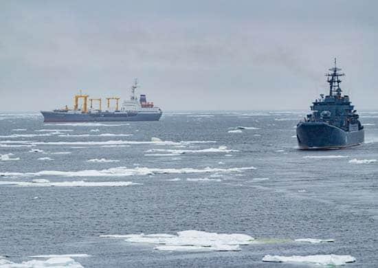 Арктическая-группировка-СФ-в-походе-по-морям-Северного-Ледовитого-океана