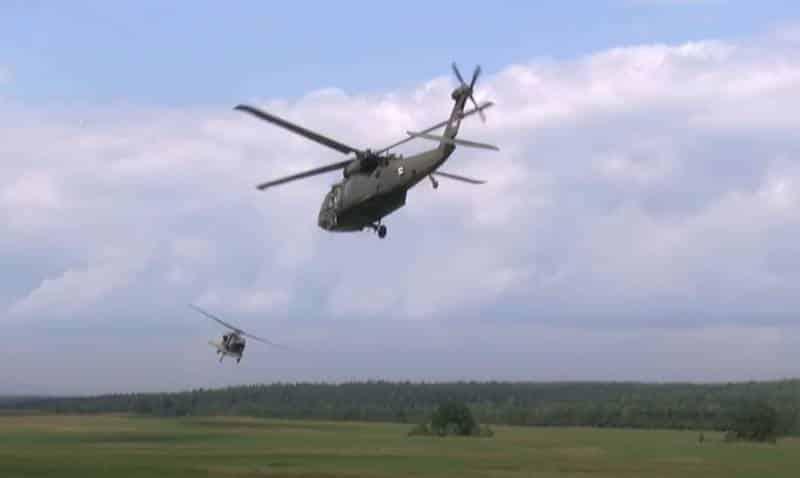 вертолёт, который отстреливает тепловые ловушки