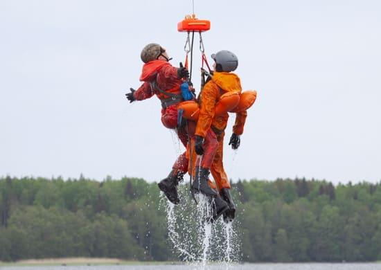 тренировка-по-эвакуации-с-воды-потерпевших-условное-бедствие