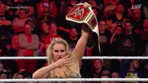 charlotte-flair-como-nueva-wwe-raw-womens-champion-en-wwe-roadblock2016-18-12-2016-wwe