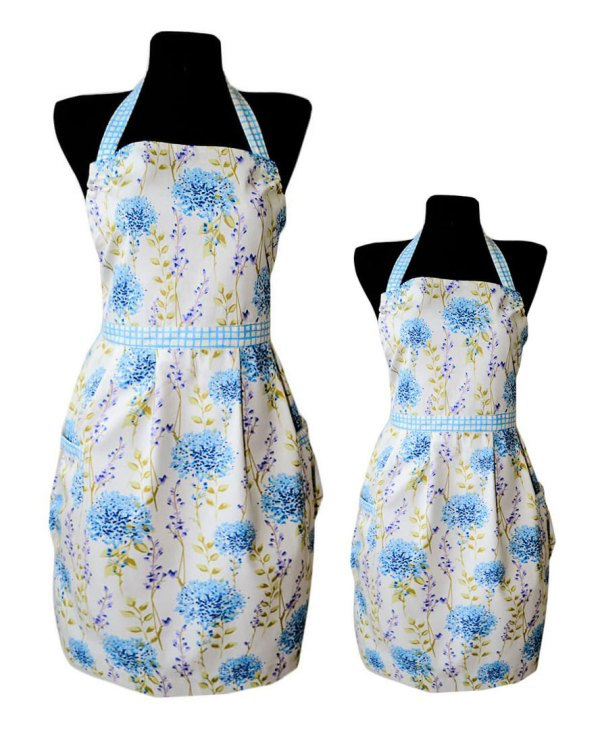 Matching aprons for moms and daughters by VeryAndVery