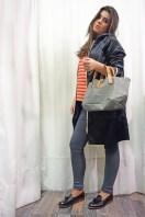 Amélie (Camisa y pantalón Custommade, gabardina Ilse Jacobsen, zapatos by Hudson, bolso Estellon)