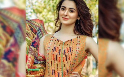 hania-amir-hot-photo-shoot-firdous-lawn-2017