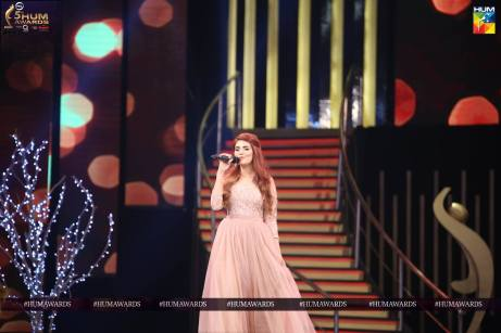 momina mustehsan hum awards 2017 performance