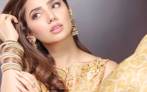 mahira-khan-alkaram-eid-collection-2017