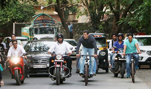 salman-khan-cycling