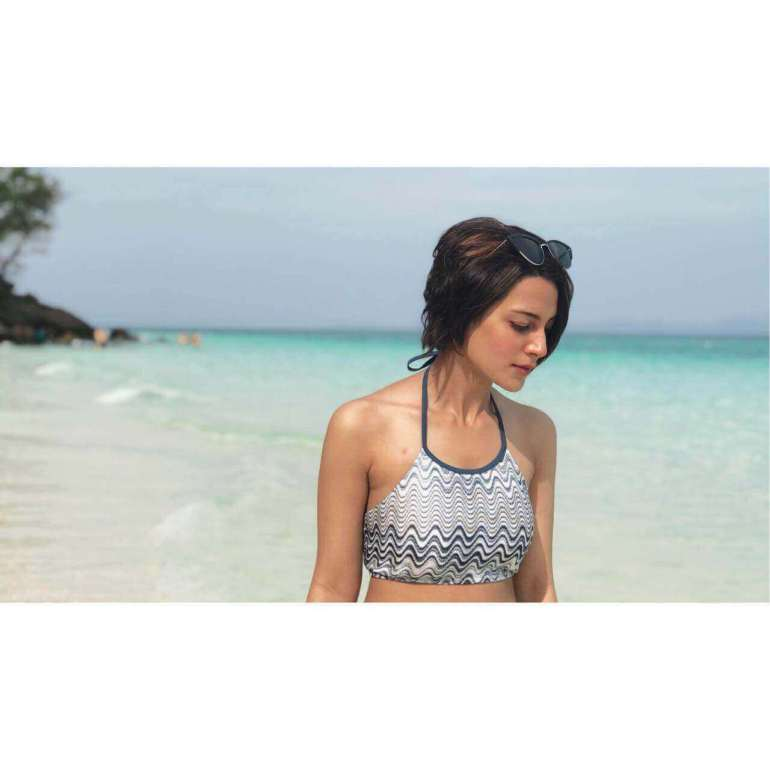 iqra aziz beach picture