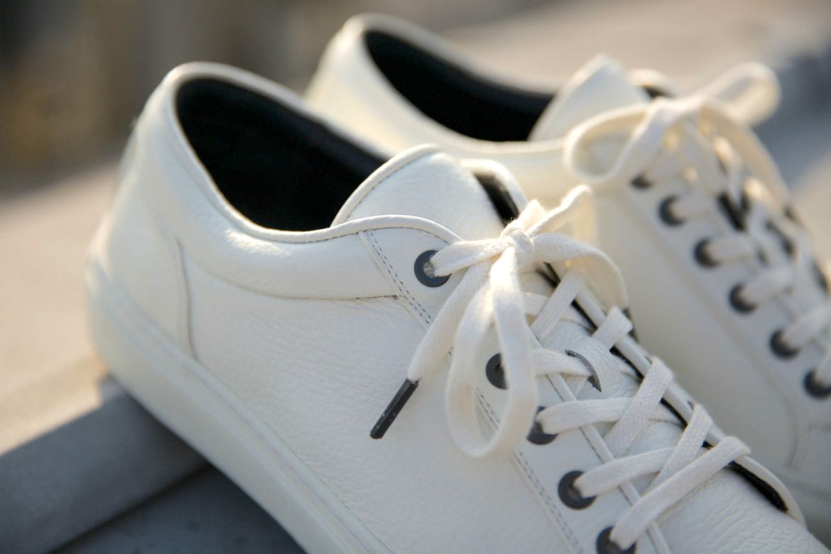 5-sneakers-blanches-asphalte