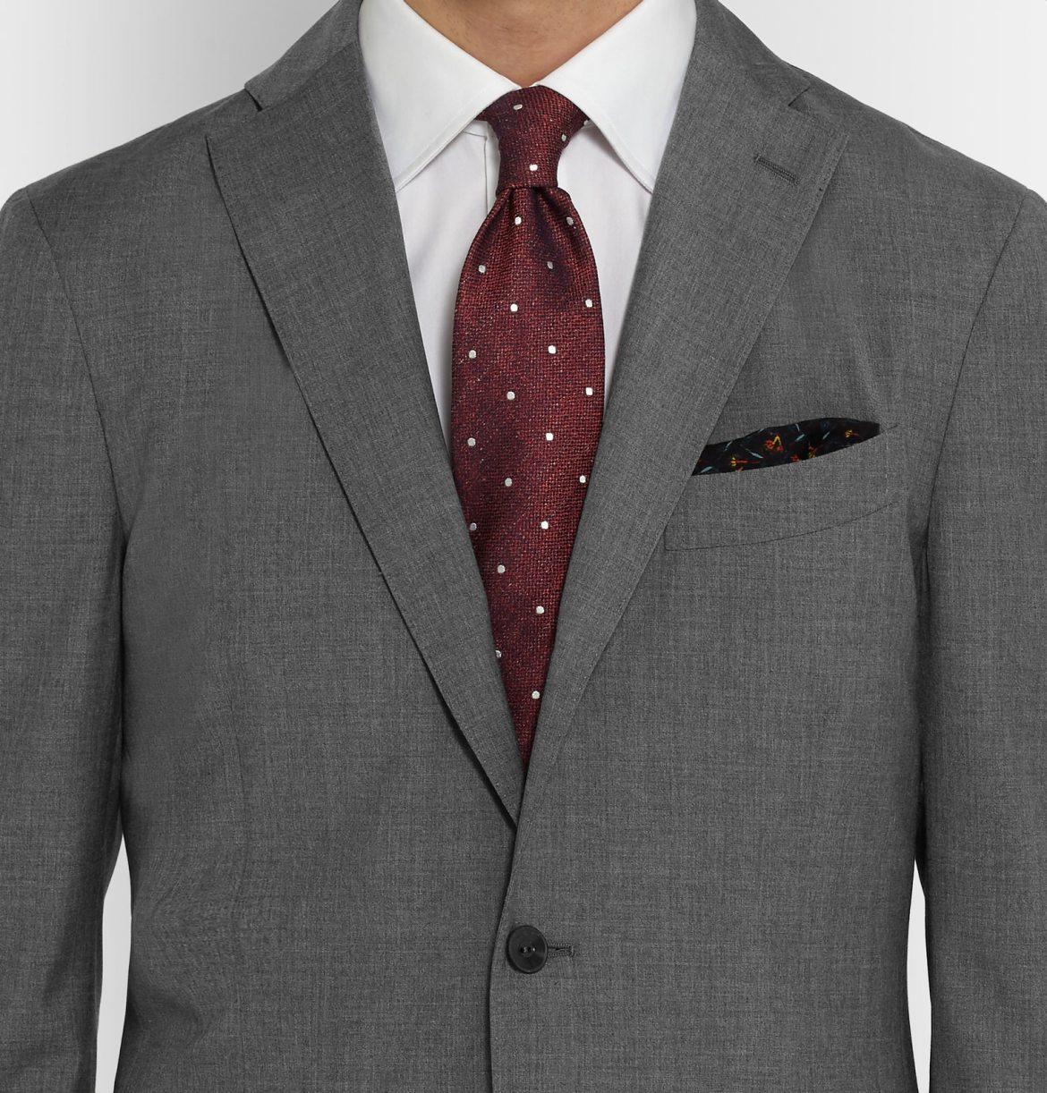 assortir cravate chemise couleur costume gris