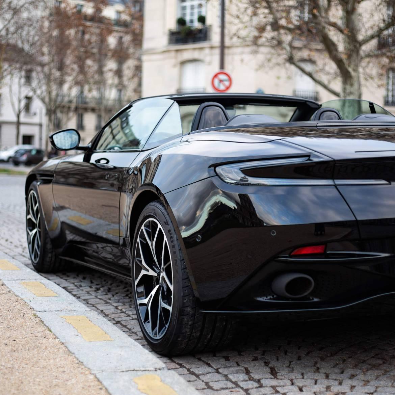 arrière aile Aston Martin