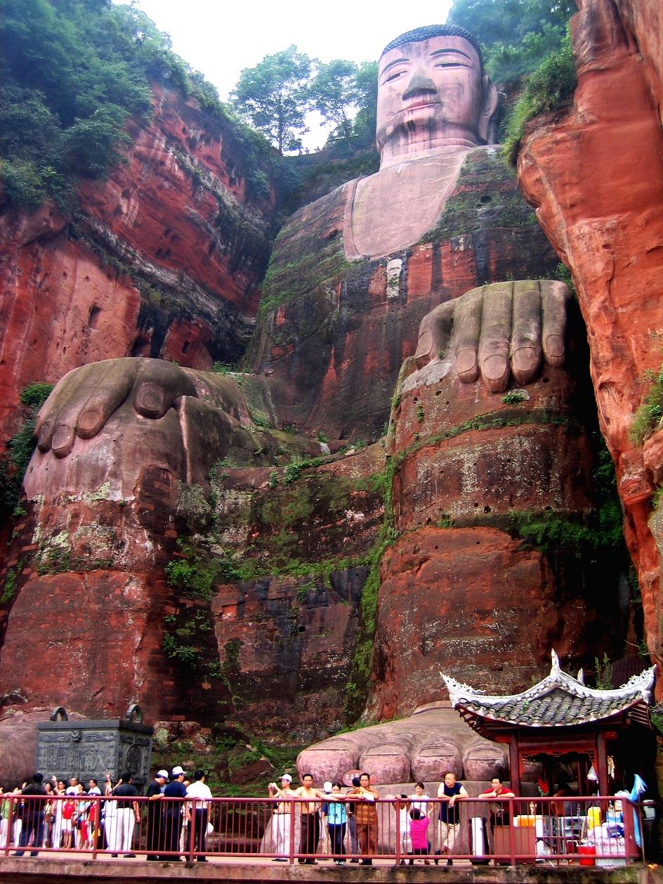 Escultura. Estátua de Buda em Leshan, IX século