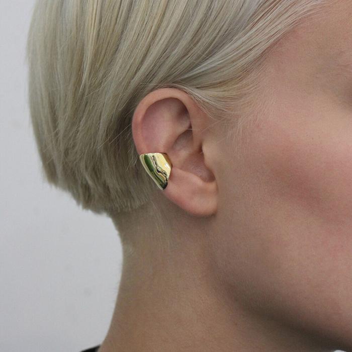 Brass cuff earring by LLY Atelier