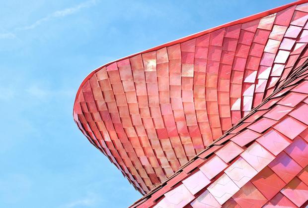Daniel Libeskind tasarımıyla sıradan insanların gözünden Çin'deki modern yaşamı sergilemeyi amaçlayan video enstalasyonu ile Vanke pavyonu.