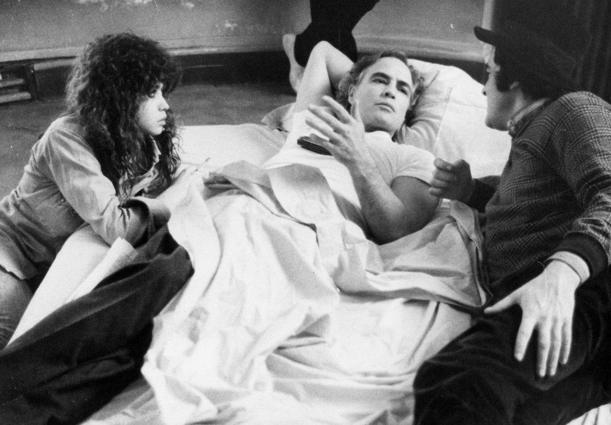 Paris'te Son Tango (Bernardo Bertolucci, 1972). Maria Schneider, Marlon Brando ve Bernardo Bertolucci film setinde. Fotoğraf: Hulton Getty