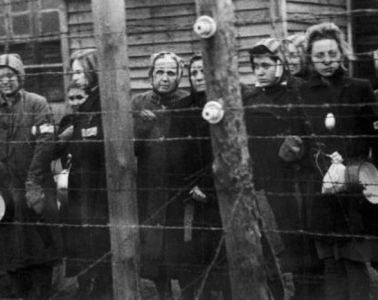 Salınmayı bekleyen Ravensbrück mahkumları. 1945. Fotoğraf: Gamma-Keystone / Getty Images