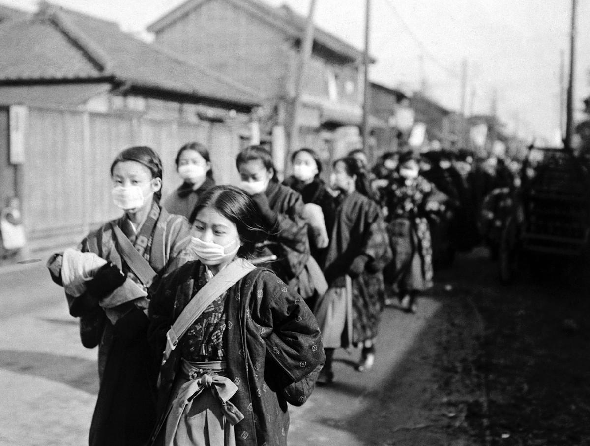 Japon öğrenciler okul yolunda, 1919. Fotoğraf: Bettmann Archive, Getty Images.