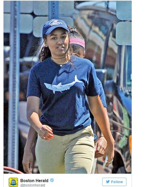 Дочь Обамы устроилась на работу в рыбный ресторан