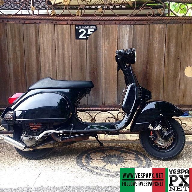 Black vespa px cafe racer vespa px for Vespa cafe racer