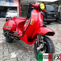 Red custom modified Vespa PX 200E tuning  racer style  @specialis_px