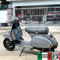 Grey Vespa PX custom modified tuning with vespa sprint wheels @azrad_key