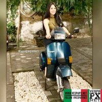 Vespa girl with green Vespa Excel T5 . hashtag and mention @vespapxnet for feature repost @renata0619