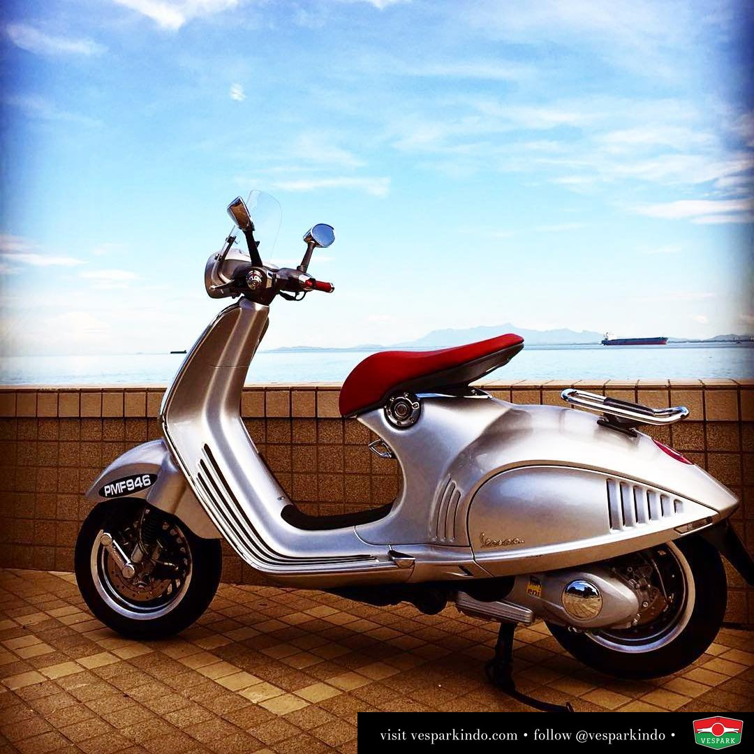 Spotted Vespa 946 Bellissima by @benny946 The belle, beauty ・・・ Sunday morning at the Esplanade with the Belle