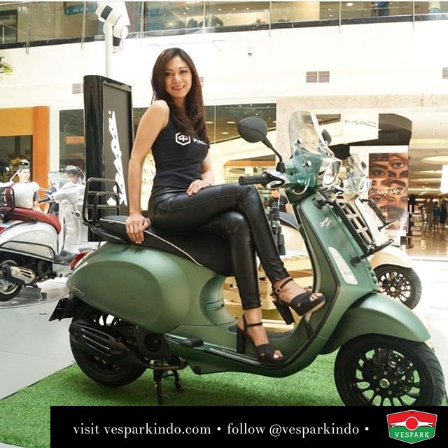 The Vespa Sprint Adventure limited edition in matt green and matt sand. Limited units at Vespark. Reserve yours now, call 061-4565454 @indonesiavespadayscommunity