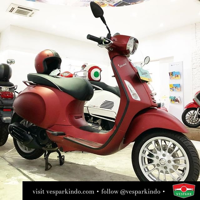 Vespa Sprint With Adventure Kit Black Trimmings And Mirrors Get