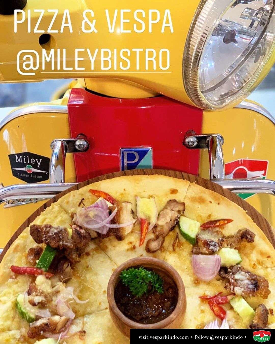 Pizza & Vespa LX sidecar  @MileyBistro