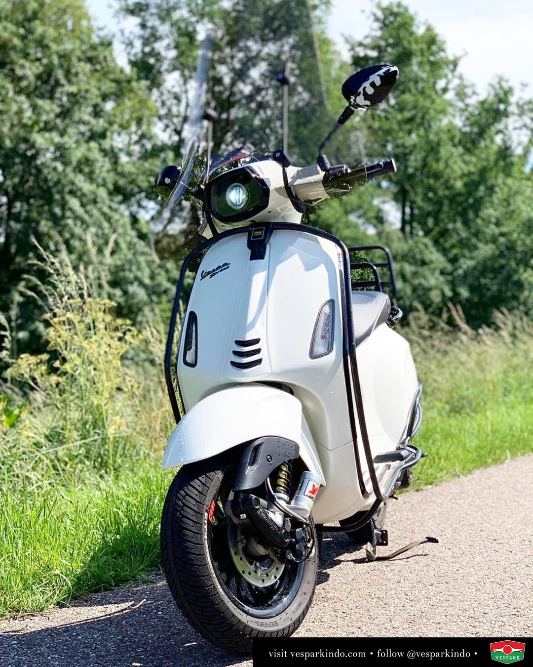 Vespa Sprint with accessories @md_0299