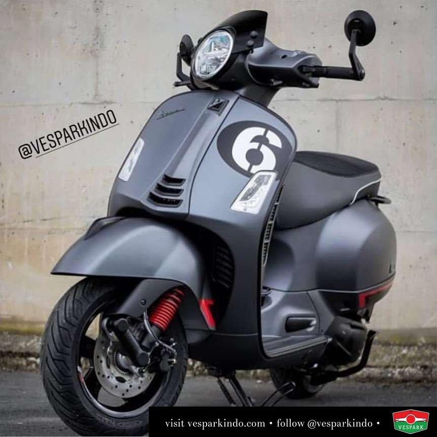 Vespa GTS custom with accessories @scooterrama
