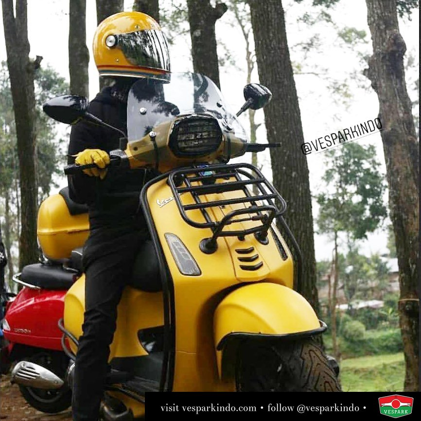 Yellow Vespa Sprint masterpiece Get your masterpiece at Vespark @dananghijar