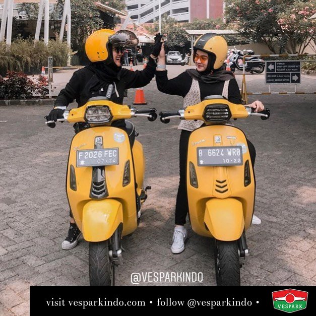 Vespa Sprint yellow twins @agnezppp