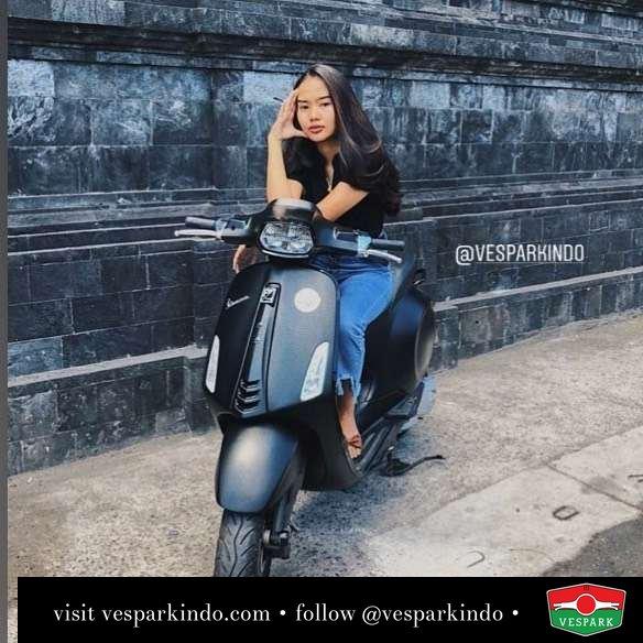 Vespa Sprint with Vespa girl @wulancina_