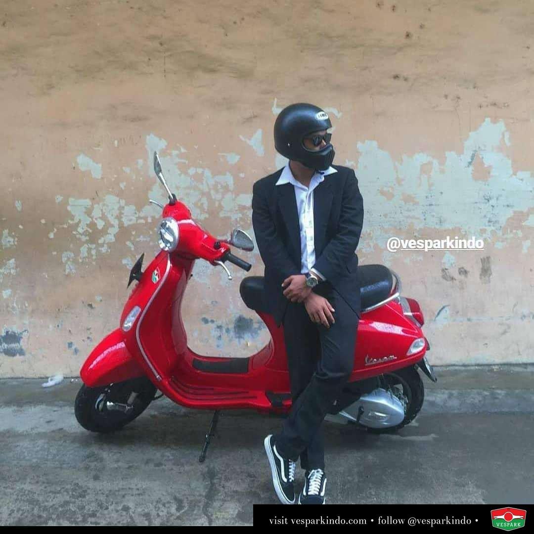 Gentleman ride Vespa LX  @frdaus04