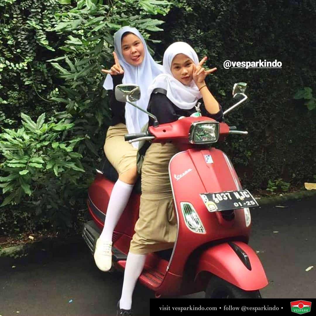 Vespa to school  Vespa girls on red Vespa S @selsfy