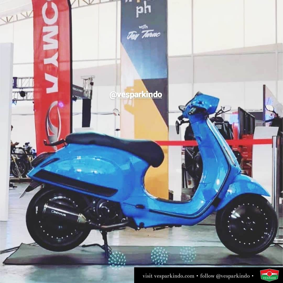 Custom modified Blue Vespa Sprint @hd_corse