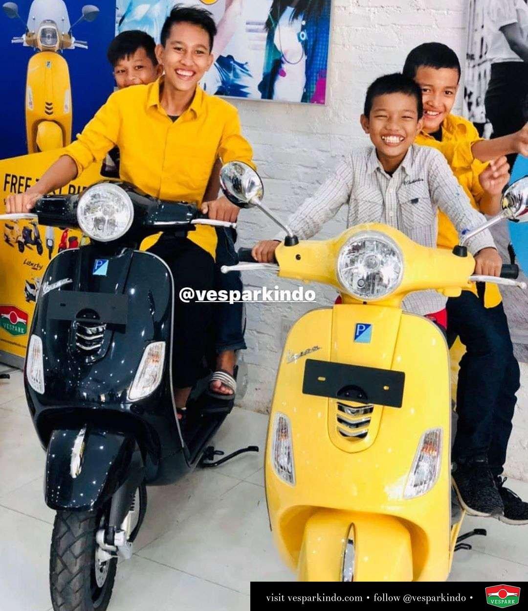 Kebahagiaan anak anak dengan Vespa